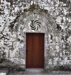 portada románica, iglesia de morgade