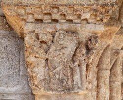 capitel románico con músicos