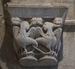 capitel con arpías