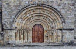 portada románica, colegiata de castañeda