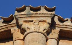 capitel con daniel en el foso de los leones