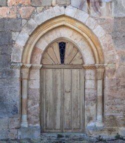 portada de la iglesia de villabermudo
