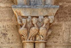 capitel con arpías, iglesia de moradillo de sedano