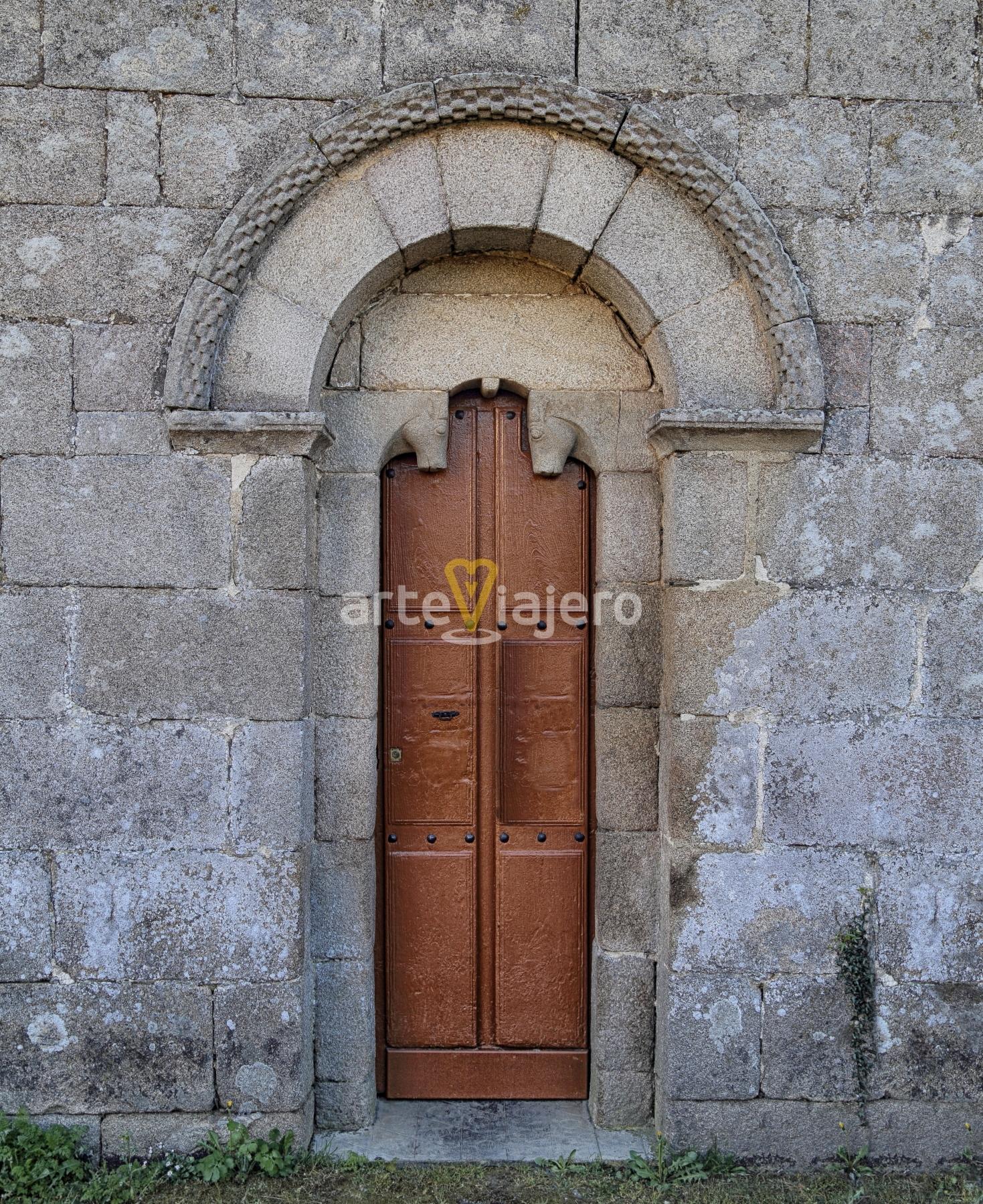 portada, iglesia de santa maría de corvelle