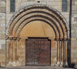 portada, monasterio de meira