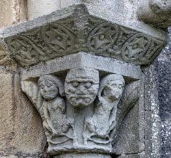 capitel románico de la portada de la iglesia de olcoz