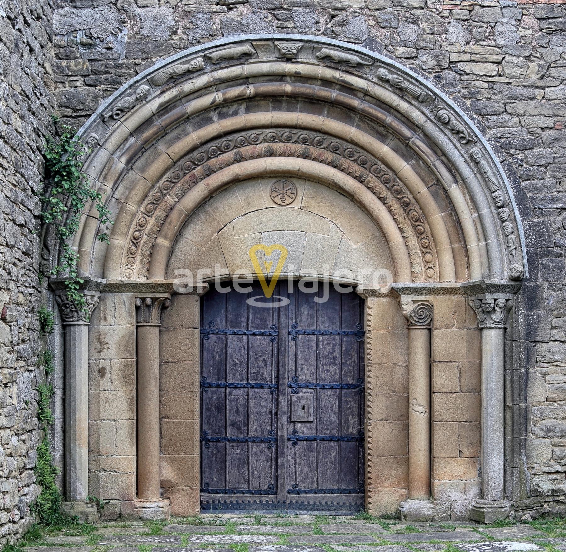 portada de la iglesia de olcoz