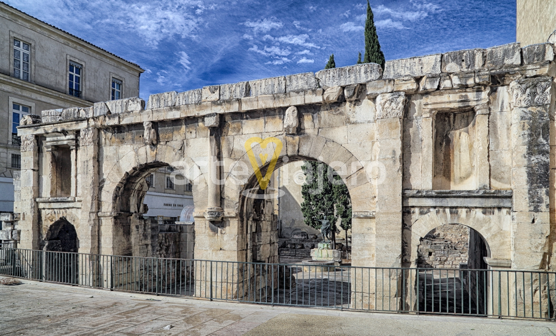 puerta de augusto, vía domitia