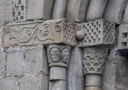 capiteles escunhau