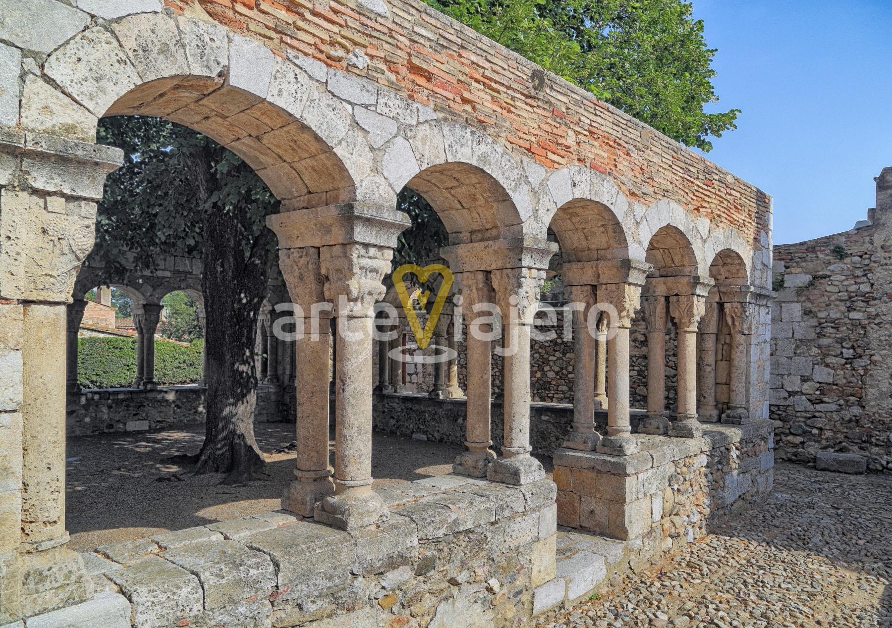 claustro románico peralada