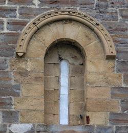 ventana, ermita románica