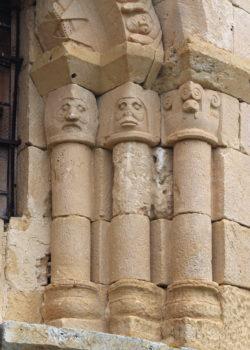 capiteles y columnas románicas