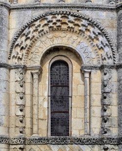 ventana románico francia