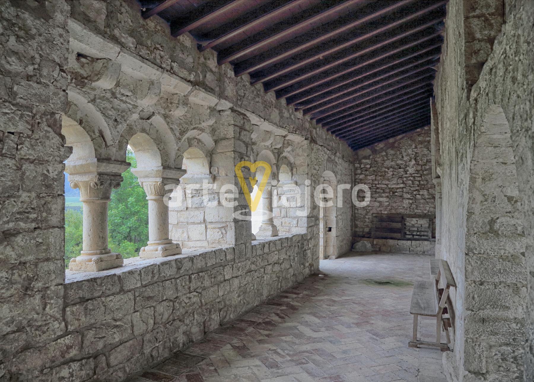 galería porticada de la iglesia de san esteban de eusa