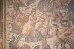 mosaico policromado