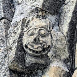 cabeza grotesca