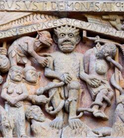 demonio románico