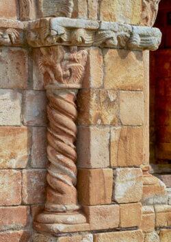 columna salomónica románica