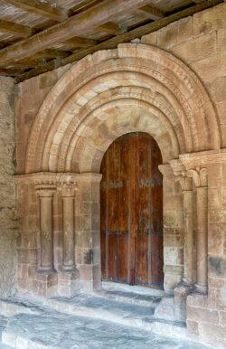 portada románica canales de la sierra