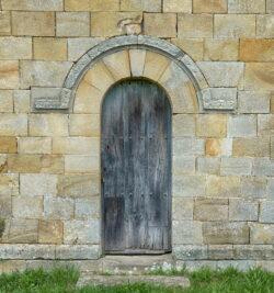 portada de la ermita de la lloraza