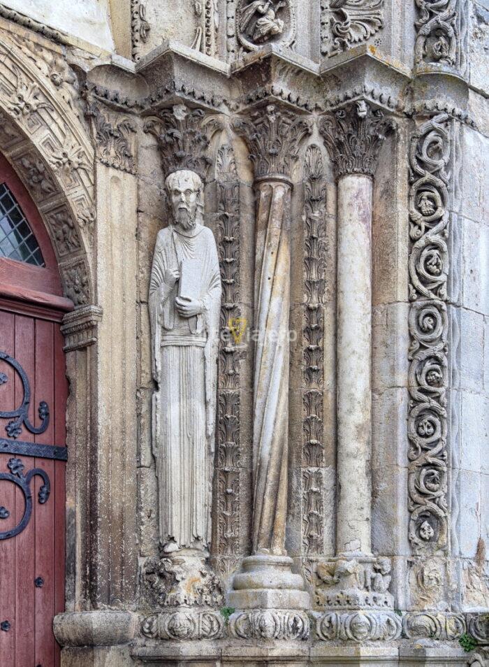 estatuas columna románico