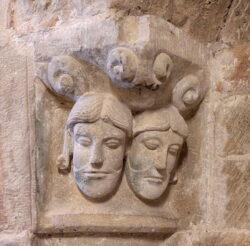 rostros románico