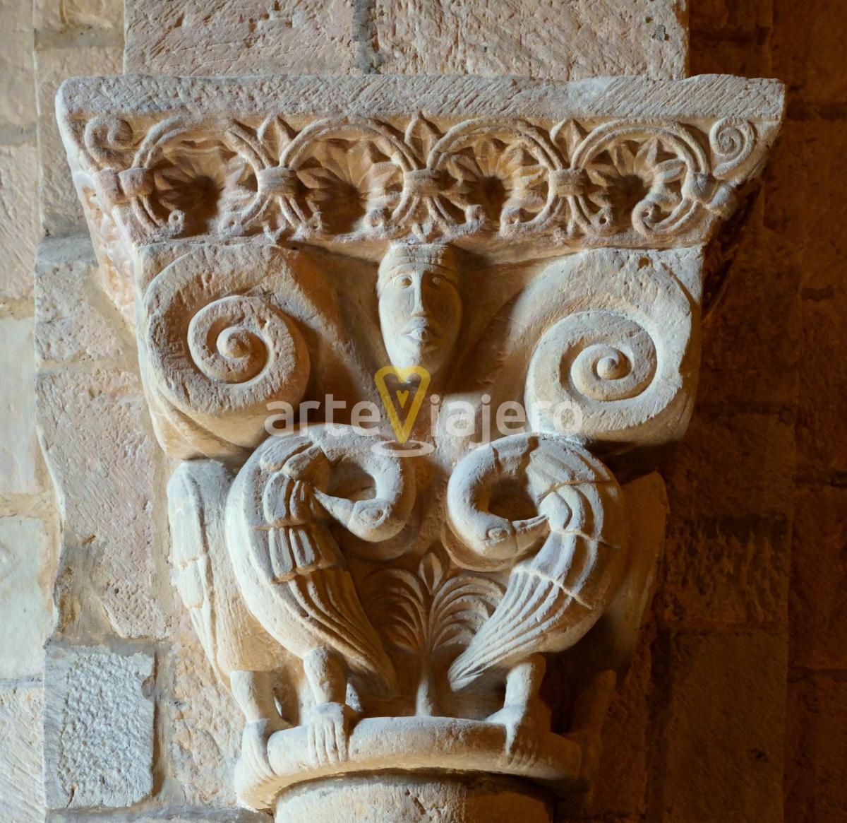 pelícanos en el arte románico