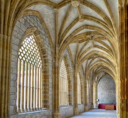 claustro gótico deba