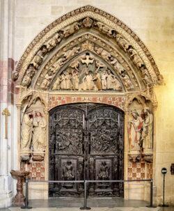puerta del claustro de la catedral de burgos