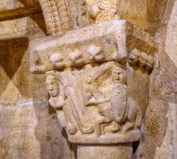 capitel con david y goliat siones