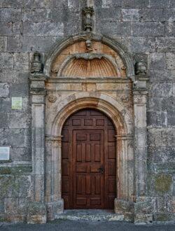 portada de la iglesia de castrillo