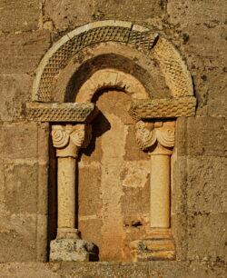 ventana de estilo románico